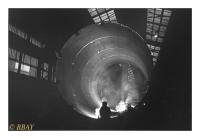 Assemblage des segments d'un four de cimenterie, Ateliers Louis Carton, Tournai, Belgique, 1981 - argentique