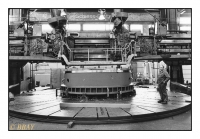 Tour vertical géant pour l'usinage des grosses machines tournantes, Ateliers de Constructions électriques de Charleroi (ACEC), Marcinelle, Belgique, 1981 - argentique