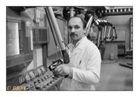 Manipulateur de radio-éléments, Institut des Radio-éléments (IRE), Fleurus, Belgique, 1986 - argentique