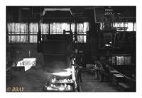 Coulée de l'acier en lingotières, Cockerill-Sambre, Chertal, Belgique, 1983 - argentique