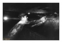 Mineur à l'abattage dans une taille, Charbonnage du Roton, Farciennes, Belgique, 1983 - argentique
