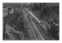 Chaine de trainage des wagons du puits Sainte Catherine vers le triage-lavoir, Charbonnage du Roton, Farciennes, Belgique, 1982 - argentique
